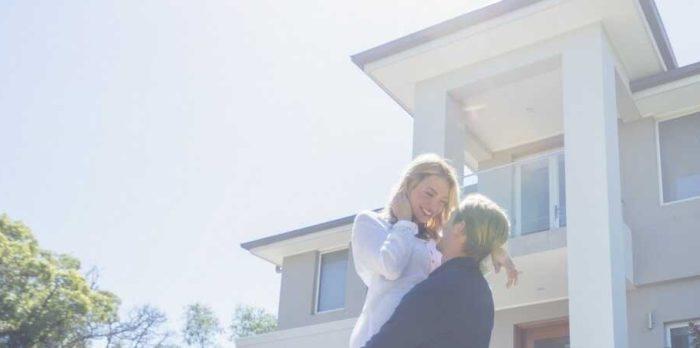 muenchen-sued-immobilien-makler-volksbank-raiffeisenbank-gettyimages-1155367427_optimized